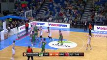Heckmann driving layup, first Bamberg lead