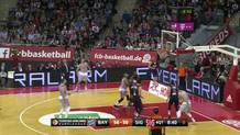 Leloup Buries a Corner Three-Pointer