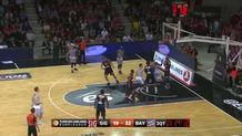 Fofana throws down alley-oop