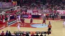 Shawn James (Olympiacos) tip-in