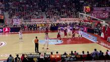 Othello Hunter (Olympiacos) reverse layup