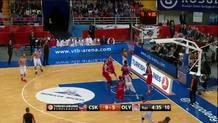 Othello Hunter (Olympiacos) makes tough layup