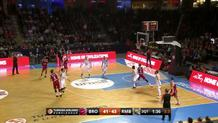 Lucca Staiger (Bamberg) long three-pointer