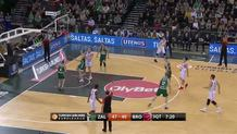 Nikos Zisis (Bamberg) three-pointer