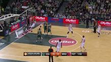 Daniel Theis (Bamberg) slam