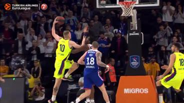Rolands Smits shows no fear and DRIVES for the slam!