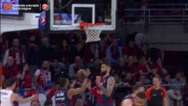 What A PASS from Sergio Rodriguez 👀